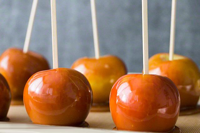 Karamelli elma şekeri